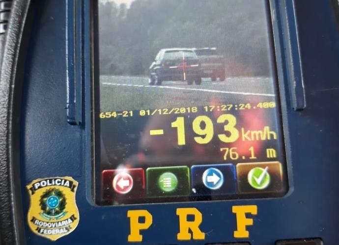 PRF multa mais de 400 veículos por excesso de velocidade na BR-101