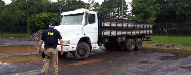 PRF recupera caminhão roubado e clonado em Osório