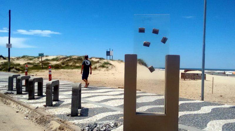 Saiba o que são as estruturas que estão sendo construídas na beira-mar de Tramandaí