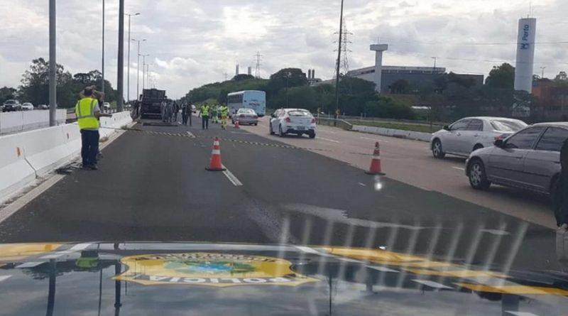 Pedestre morre atropelado por caminhão na freeway