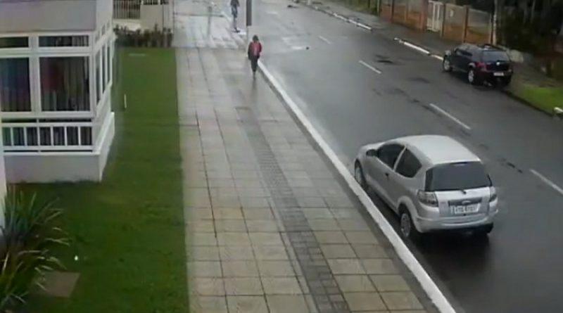 Câmera flagra assalto a estudante em plena luz do dia em Osório