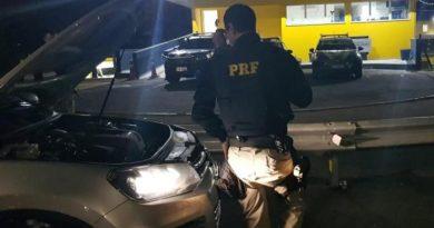 Motorista é preso após fugir da polícia e dirigir em alta velocidade na Freeway