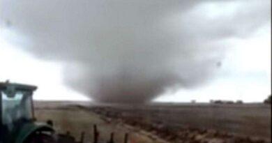 Imagens mostram formação de tornado no Litoral Norte