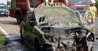 Veículo com placas de Tramandaí incendeia na freeway