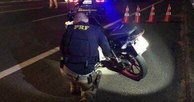 Rachas, manobras perigosas e deboche: PRF intercepta motociclistas em fuga na Freeway