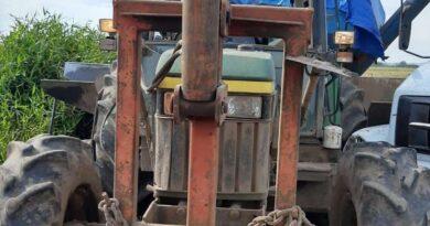 Criminoso é contido por populares furtando trator em Santo Antônio